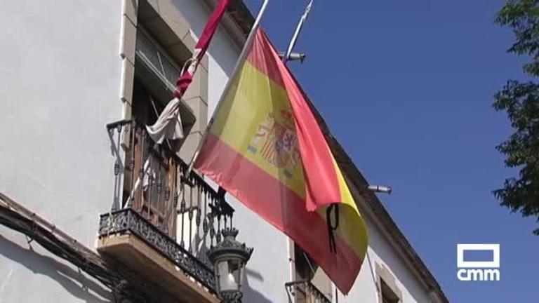 Minuto de silencio y bandera a media asta en Fernán Caballero por la muerte del mozo