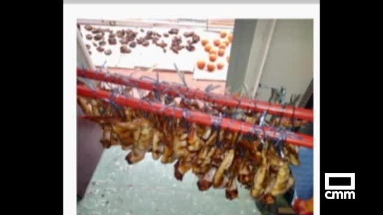 Investigan un balcón en Albacete de donde cuelgan decenas de aves muertas