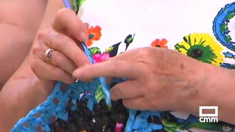 Los toldos de plástico de colores de Los Cerralbos (Toledo), famosos en todo el mundo gracias a CMM