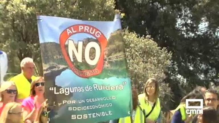Manifestación contra el Plan Rector del Uso y Gestión del Parque de las Lagunas de Ruidera