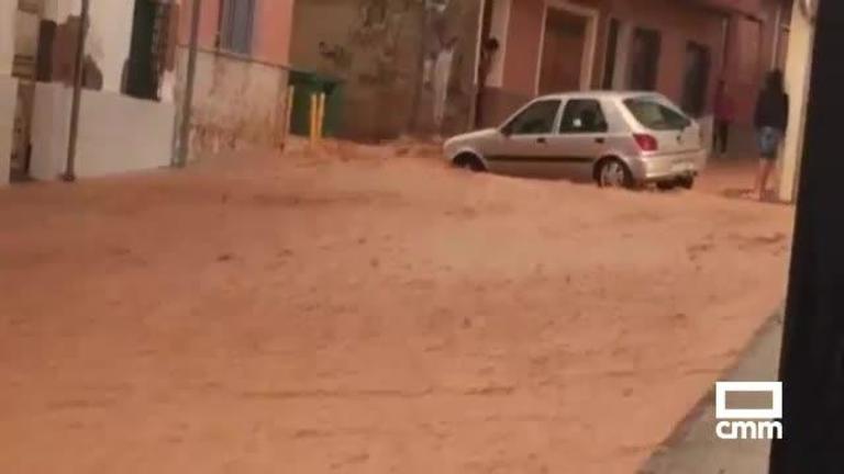 Rescatan a tres personas atrapadas en su vehículo por inundación en Quintanar del Rey