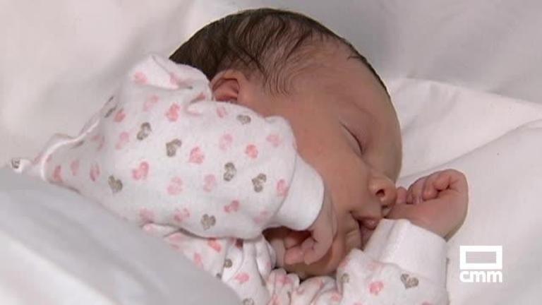 Los padres de niños nacidos desde mañana disfrutarán una semana más de permiso