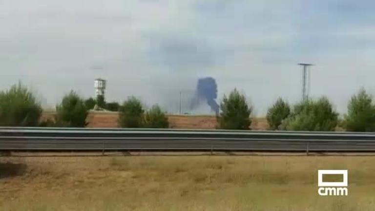 Un fuego en una planta de reciclaje de Madridejos (Toledo) destruye dos naves de un total de 4.000 metros cuadrados