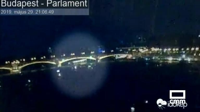 Al menos ocho muertos y 21 desaparecidos tras naufragar un barco turístico en Budapest