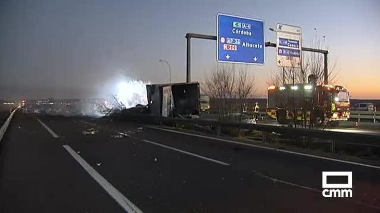 Seis heridos al salirse un camión de la vía e incendiarse cerca de Ocaña (Toledo)