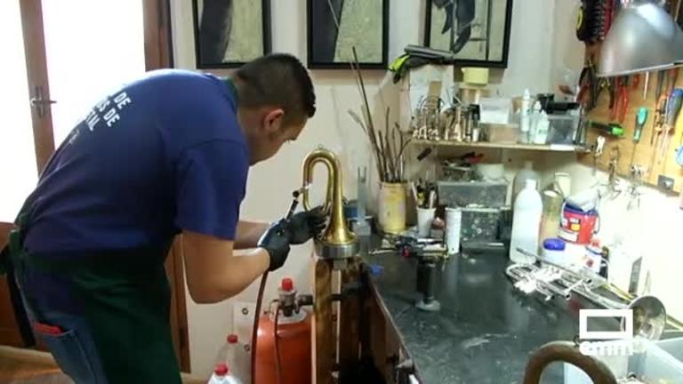 Valeriano Caballero: el único luthier de viento metal de Castilla-La Mancha