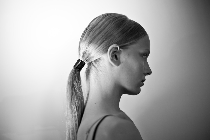 Wet-look ponytail