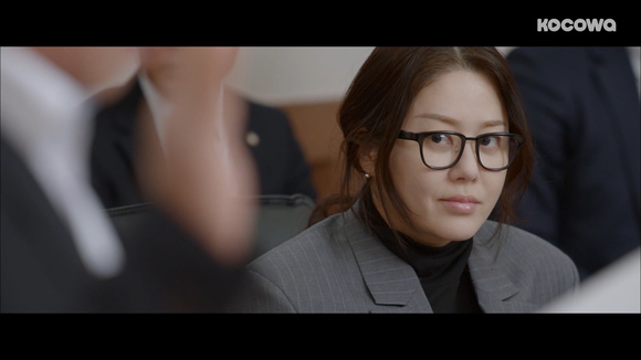 [Neighborhood Lawyer Jo Deul-ho 2: Episode 35] A rare glimpse at a self-doubting Ja-kyung