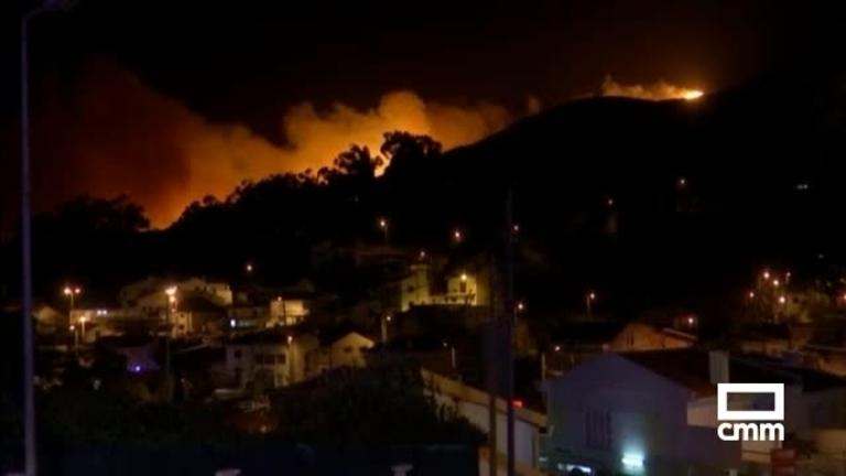 Cientos de evacuados y 18 heridos por el fuego que arrasa la sierra de Sintra