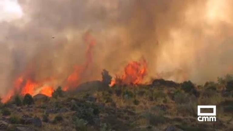 Incendio forestal en una zona de difícil acceso de El Real de San Vicente (Toledo)