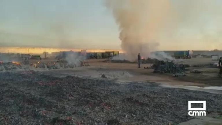 Incendio de grandes dimensiones en una cooperativa de Tomelloso (Ciudad Real)