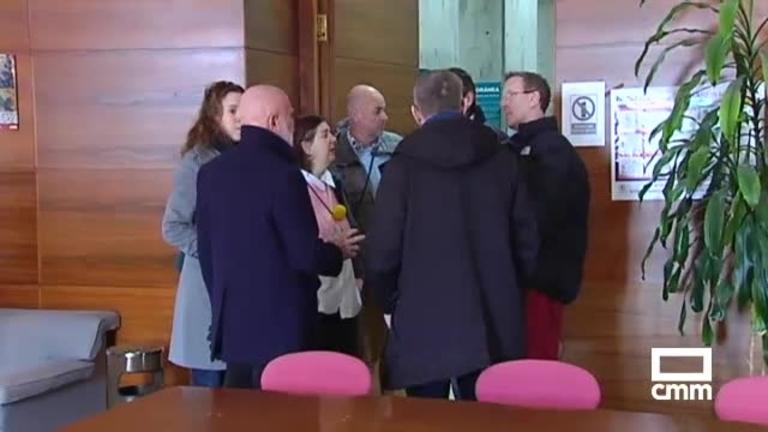Un grupo de expertos acompañan a Roberto Polo para conocer la sede que albergará su colección en Cuenca