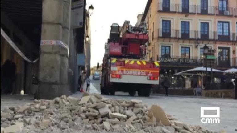 Un desprendimiento en la fachada del reloj de Zocodover (Toledo) causa heridas a una mujer
