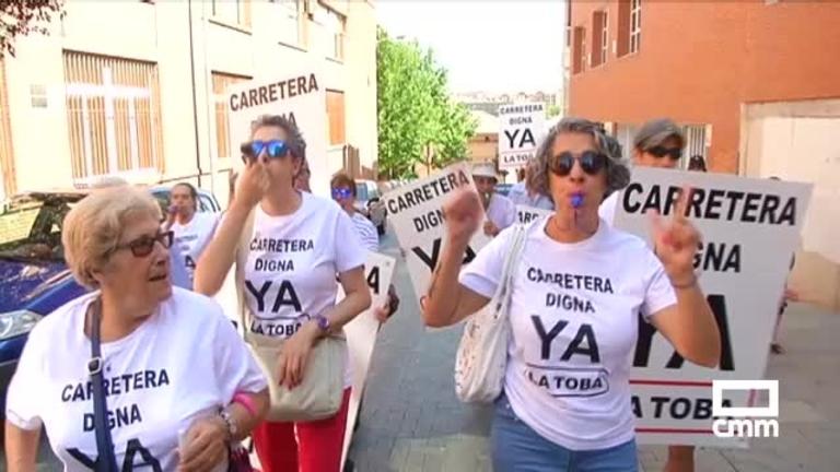 Vecinos de La Toba protestan en Guadalajara por el estado de su carretera