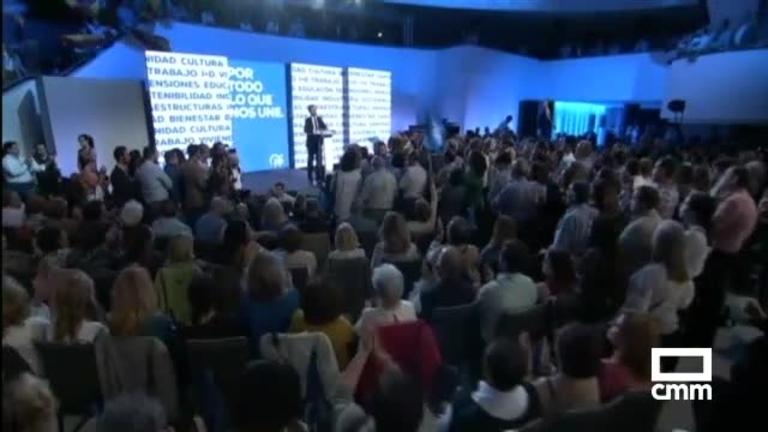 PP: Pablo Casado inicia campaña en Sevilla, Núñez hace una pegada de carteles virtual en Mora