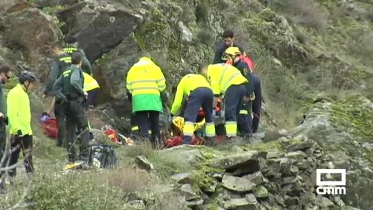Complicado rescate a un ciclista que había caído por un barranco en Tortuero, Guadalajara