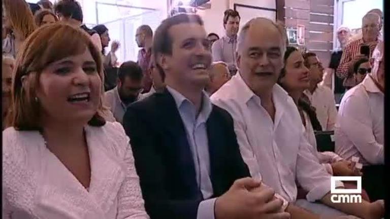PP: Pablo Casado, en Valencia, con González Pons reclaman que son los únicos que representan al centro derecha