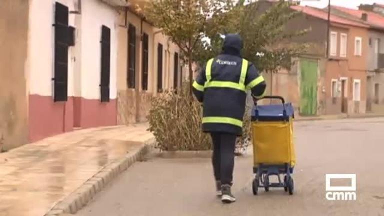Los vecinos de Pétrola (Albacete) reclaman un horario fijo para el cartero rural