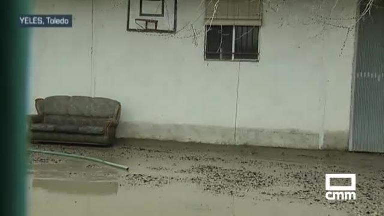 Los evacuados de Yeles (Toledo) por el desbordamiento de un arroyo vuelven a sus casas