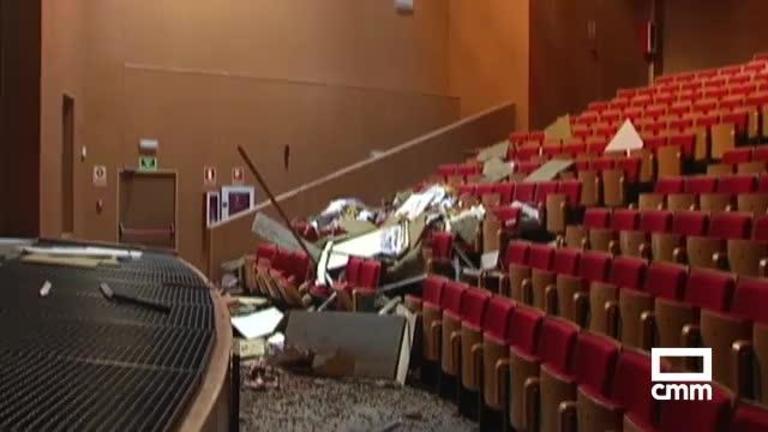 Vídeo: Cae el techo del auditorio de Argamasilla e inundaciones en Montearagón