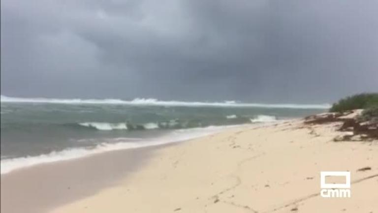 Pisa tierra Irma, el peor huracán de la historia en el Atlántico