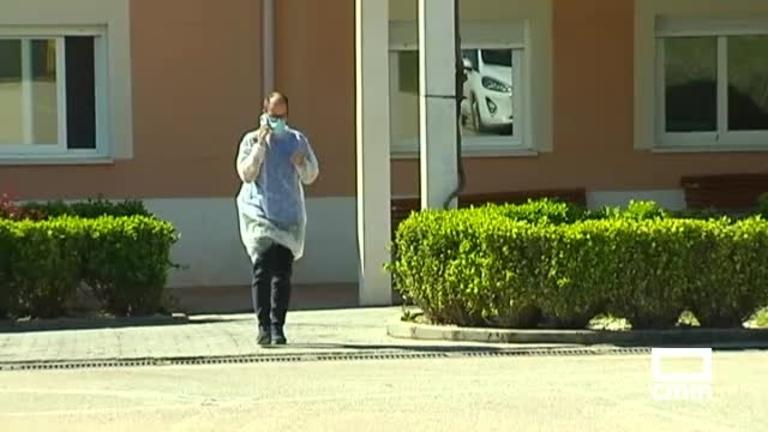 Trasladan a otros centros a 57 mayores de la residencia de ancianos de Villamayor de Santiago (Cuenca)