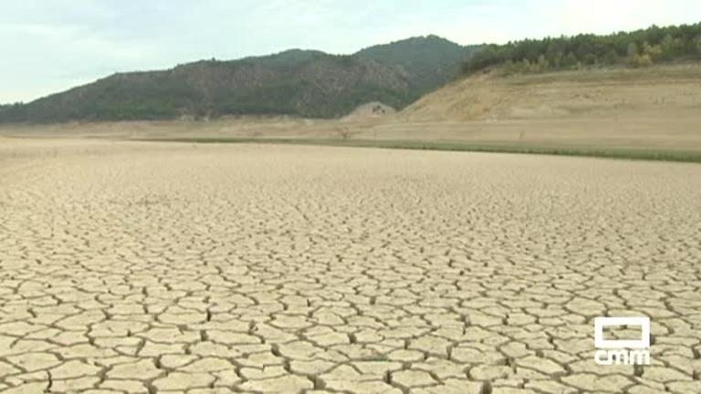 Ante la sequía, la ministra Tejerina anuncia que habrá que limitar el regadío para asegurar el consumo humano