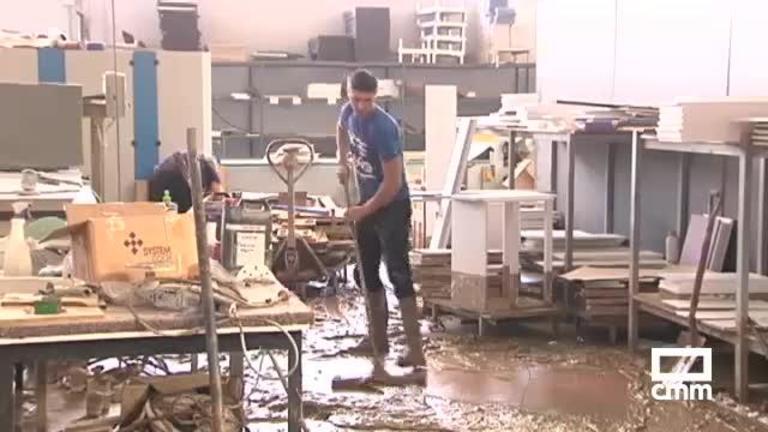 Fuente Álamo, volcado con una empresa familiar de muebles arrasada por la DANA