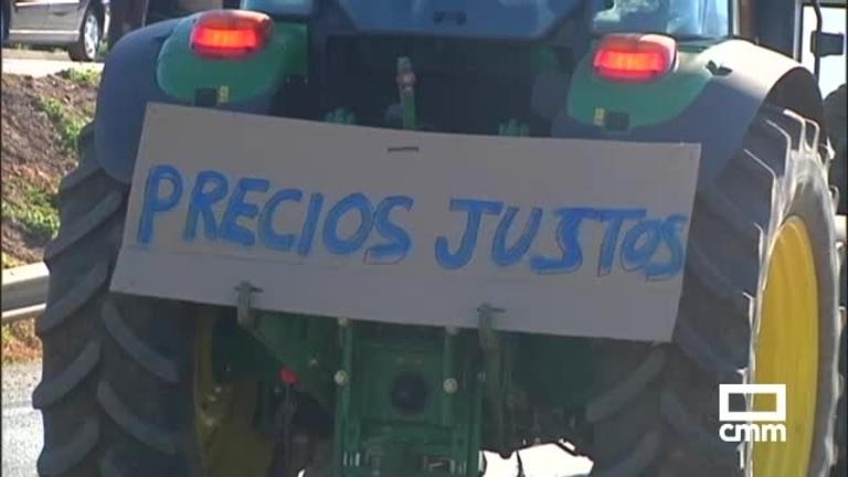 Tractorada en la N-430 por Puebla de Don Rodrigo (Ciudad Real) para pedir precios agrícolas justos