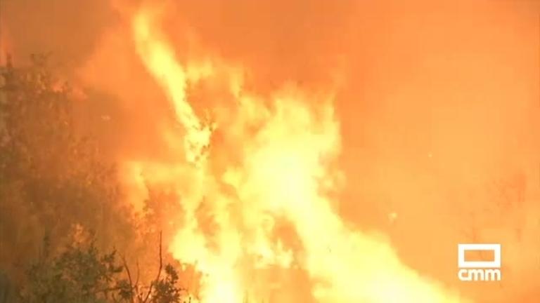 20 incendios, activos aún en Galicia