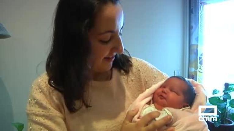 Alma, la primera bebé nacida en Valdemanco de Esteras (Ciudad Real) en ocho años
