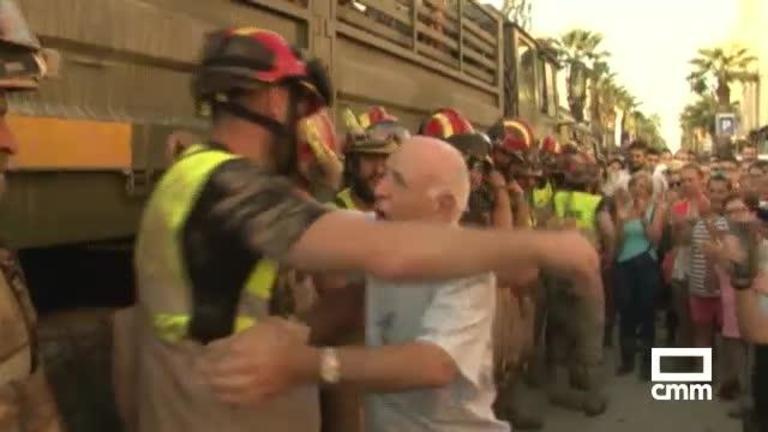 Vídeo: La despedida a la UME de los vecinos de Los Alcázares (Murcia)