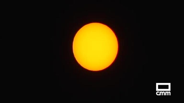 Un centenar de personas se acercan al sol gracias a Astrocuenca y al Museo de las Ciencias de CLM