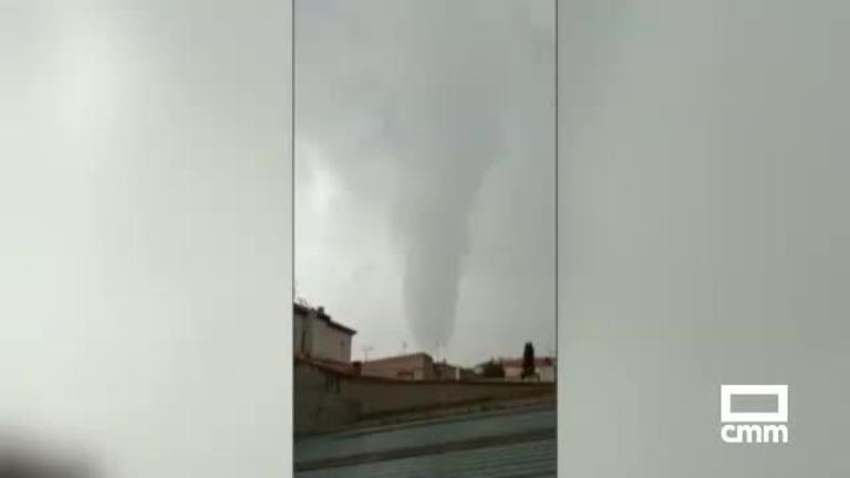 Un tornado en Villacañas arranca puertas y provoca daños en el auditorio municipal
