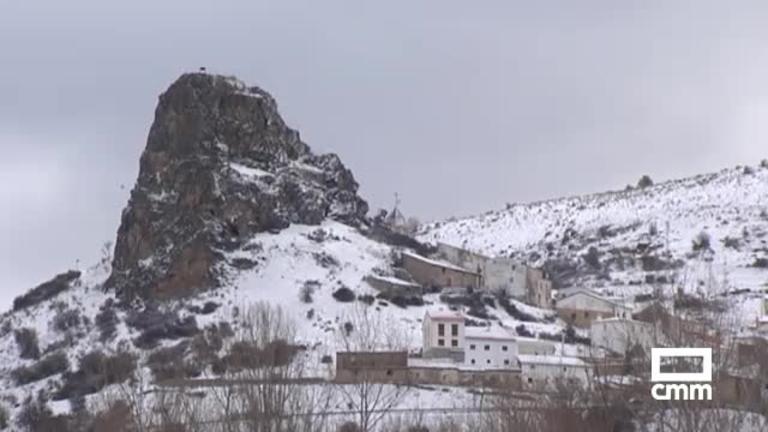 La nieve en la Serranía de Cuenca complica las carreteras; Albacete y Guadalajara, en aviso amarillo