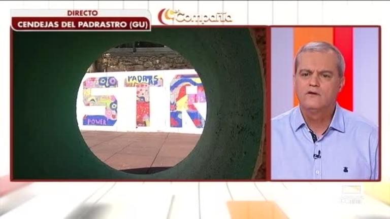 Agustín Durán pintando el muro