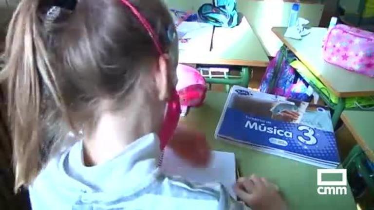 Educación amplía las ayudas para libros de texto: 14 millones para renovarlos como exige la nueva Ley educativa