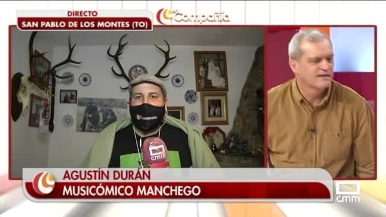 Nos sentamos en la mesa camilla con Agustín Durán