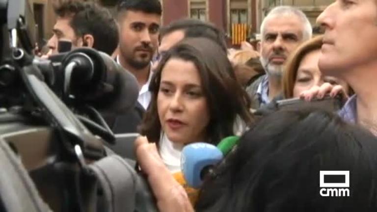 Ciudadanos: Arrimadas, recibida con abucheos en Vic y Fernández-Bravo en Ciudad Real