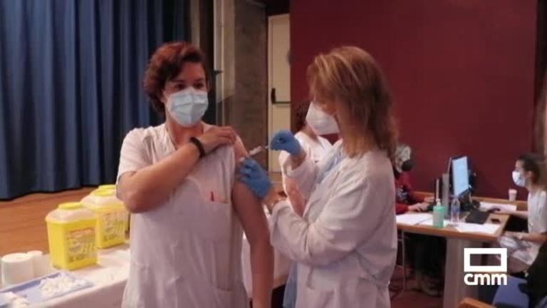 La vacuna de AstraZeneca ya se distribuye por toda España desde Guadalajara