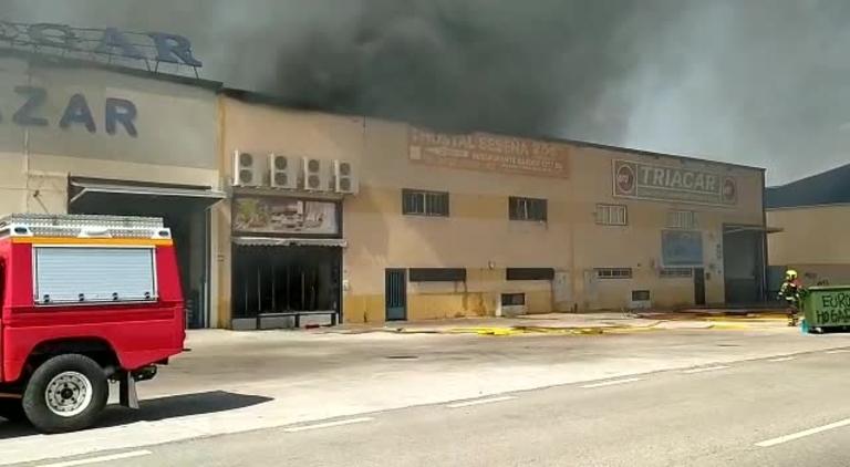 Los bomberos dan por extinguido el incendio industrial de Seseña
