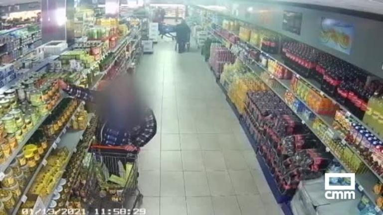 Vídeo: Aíslan a un positivo que encontraron comprando en un supermercado en Almadén