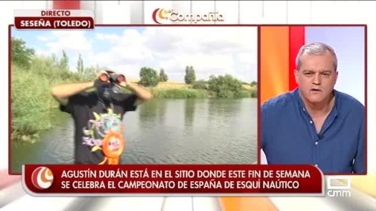 Agustín Durán practicando esquí náutico