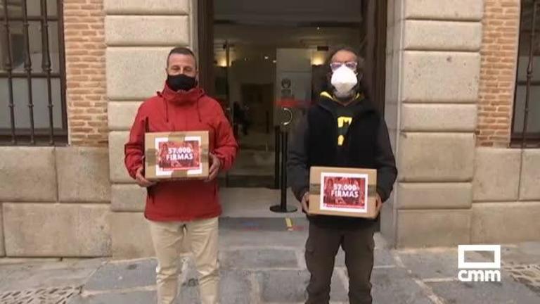 Vive en una tienda de campaña junto al Tajo en Toledo: 57.000 firmas para que le den una casa a Miguel